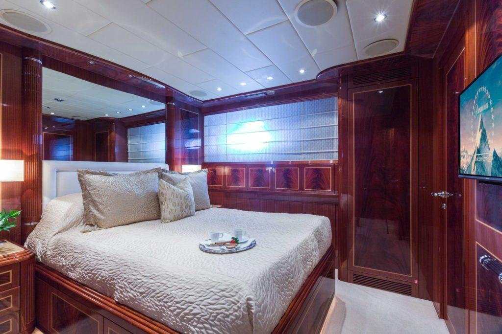 2005 Mangusta 130 Incognito yacht for sale (stateroom)