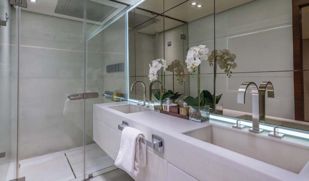 107 Vicem Moni Master Bath