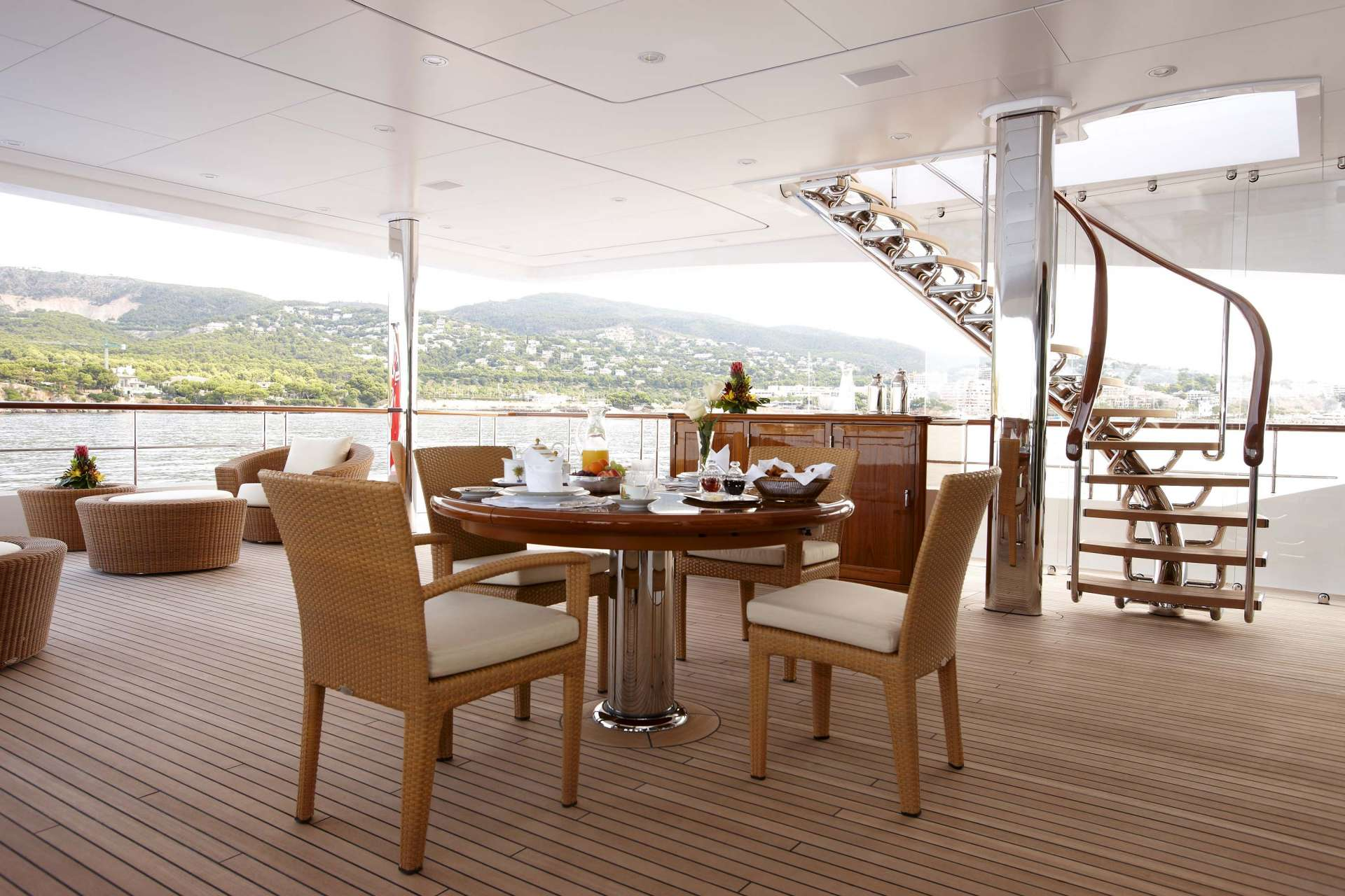 Lady+Christine_Exterior_LC_Owners_deck_01__1920