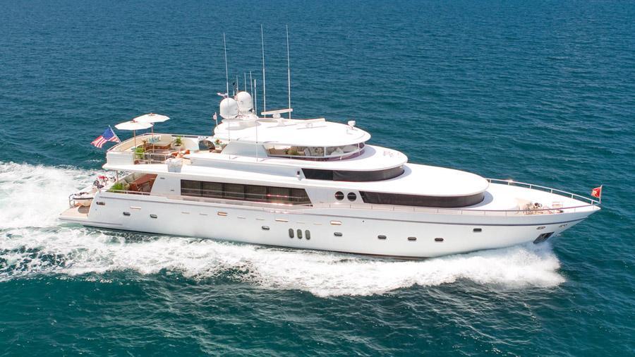 103-Johnson-LORAX-Luxury-Yacht-Charter-hero
