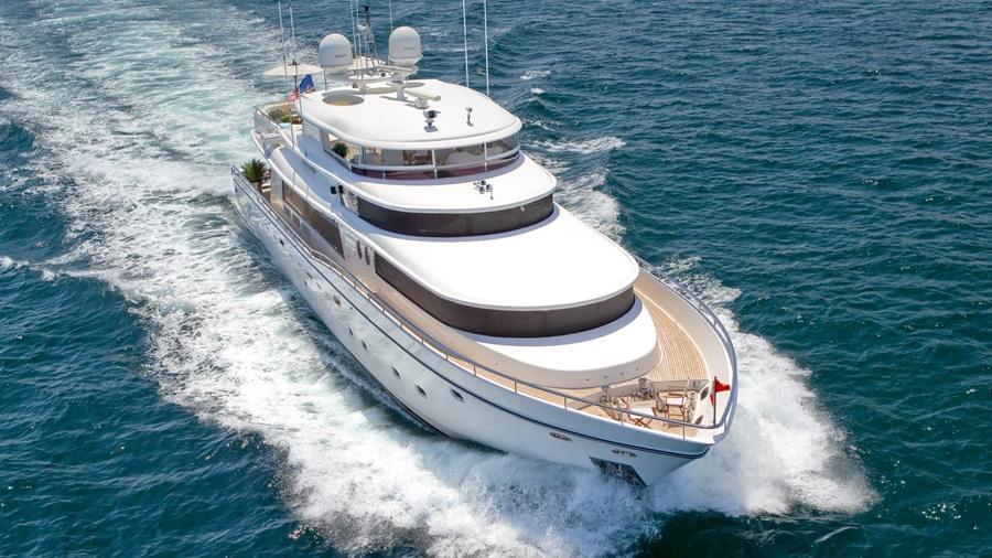 103-Johnson-LORAX-Luxury-Yacht-Charter-running