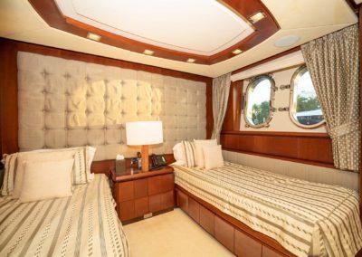 116-Azimut-Vivere-luxury-yacht-charter-11
