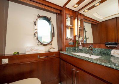 116-Azimut-Vivere-luxury-yacht-charter-19