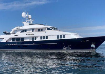 127 Burger IMPETUOUS Luxury Yacht Charter-1