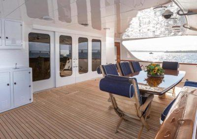 127 Burger IMPETUOUS Luxury Yacht Charter-10