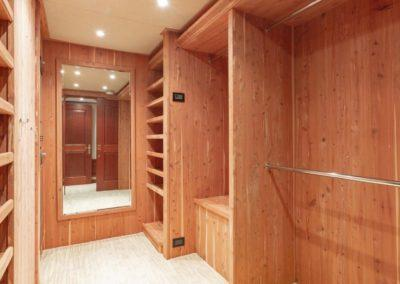 127 Burger IMPETUOUS Luxury Yacht Charter-19