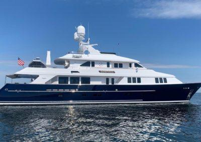 127 Burger IMPETUOUS Luxury Yacht Charter-2