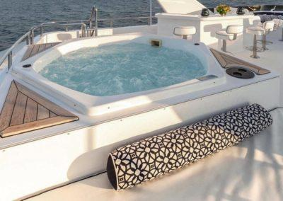127 Burger IMPETUOUS Luxury Yacht Charter-29