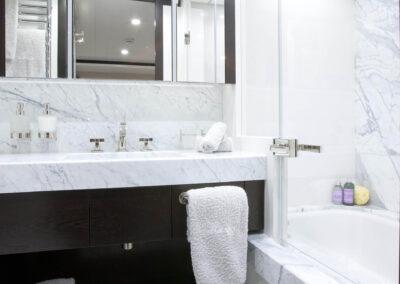 53m-Feadship-Mirage-luxury-yacht-charter-stateroom-wilson-bath