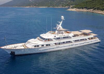 Mirage-luxury-yacht-charter-new-5
