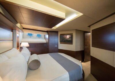 105-Azimut-Amanecer-luxury-yacht-charter-VIP-2