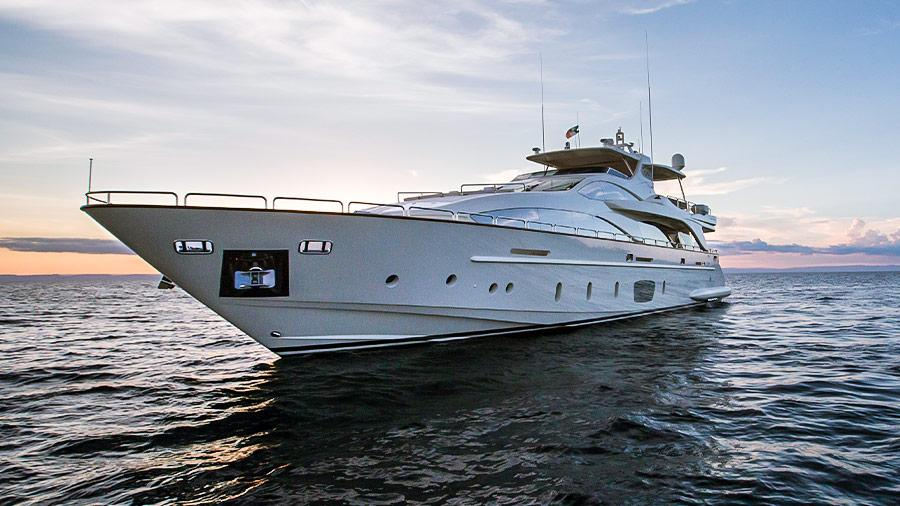 105-Azimut-Amanecer-luxury-yacht-charter-about