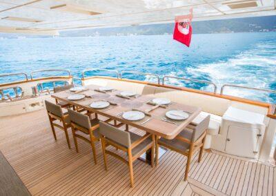 105-Azimut-Amanecer-luxury-yacht-charter-aft-deck-dining-8