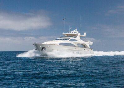 105-Azimut-Amanecer-luxury-yacht-charter-exteriors-4