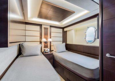 105-Azimut-Amanecer-luxury-yacht-charter-guest-twin-2