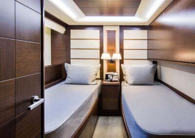105-Azimut-Amanecer-luxury-yacht-charter-guest-twin-3