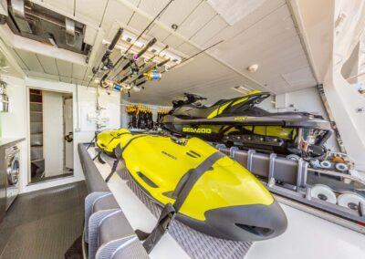105-Azimut-Amanecer-luxury-yacht-charter-tender-garage-1