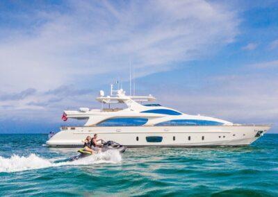 105-Azimut-Amanecer-luxury-yacht-charter-tenders-toys-2