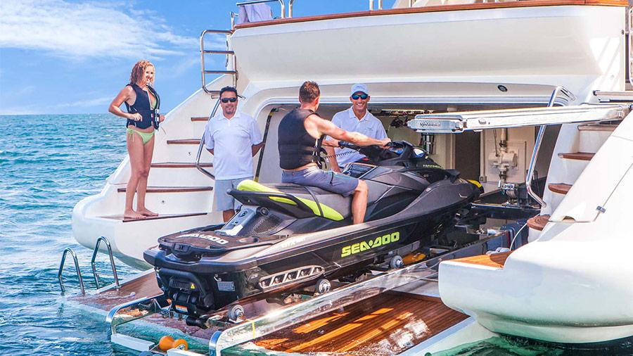 105-Azimut-Amanecer-luxury-yacht-charter-tenders-toys