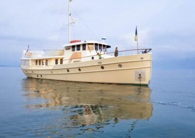 Walrus-76-custom-trawler-yacht-for-sale-bahamas-20